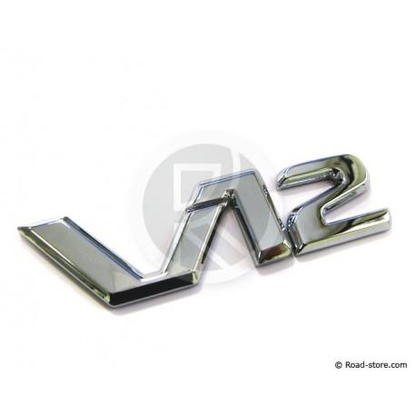 """DECORATION """"V12"""" ADH CHROME 9,5 CM"""