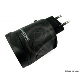 World travel adapter + USB